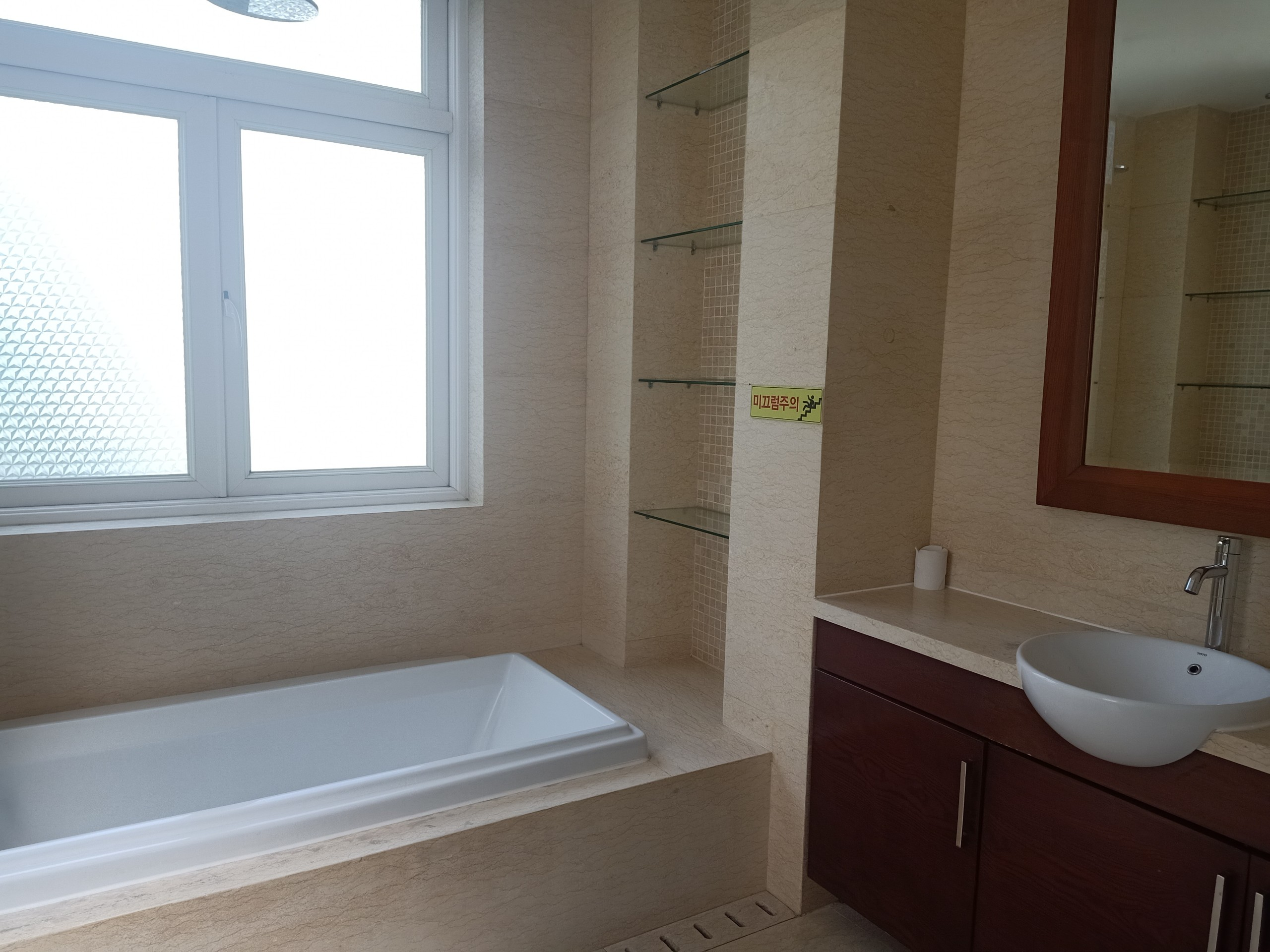 swimming-pool-Villa-for-rent-in-phu-my-hung-7
