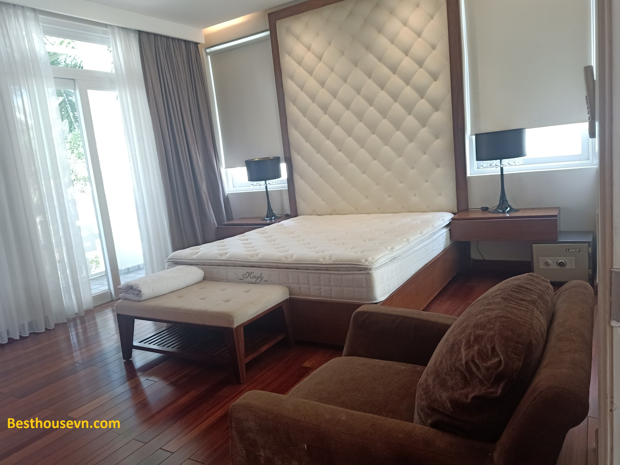 swimming-pool-Villa-for-rent-in-phu-my-hung