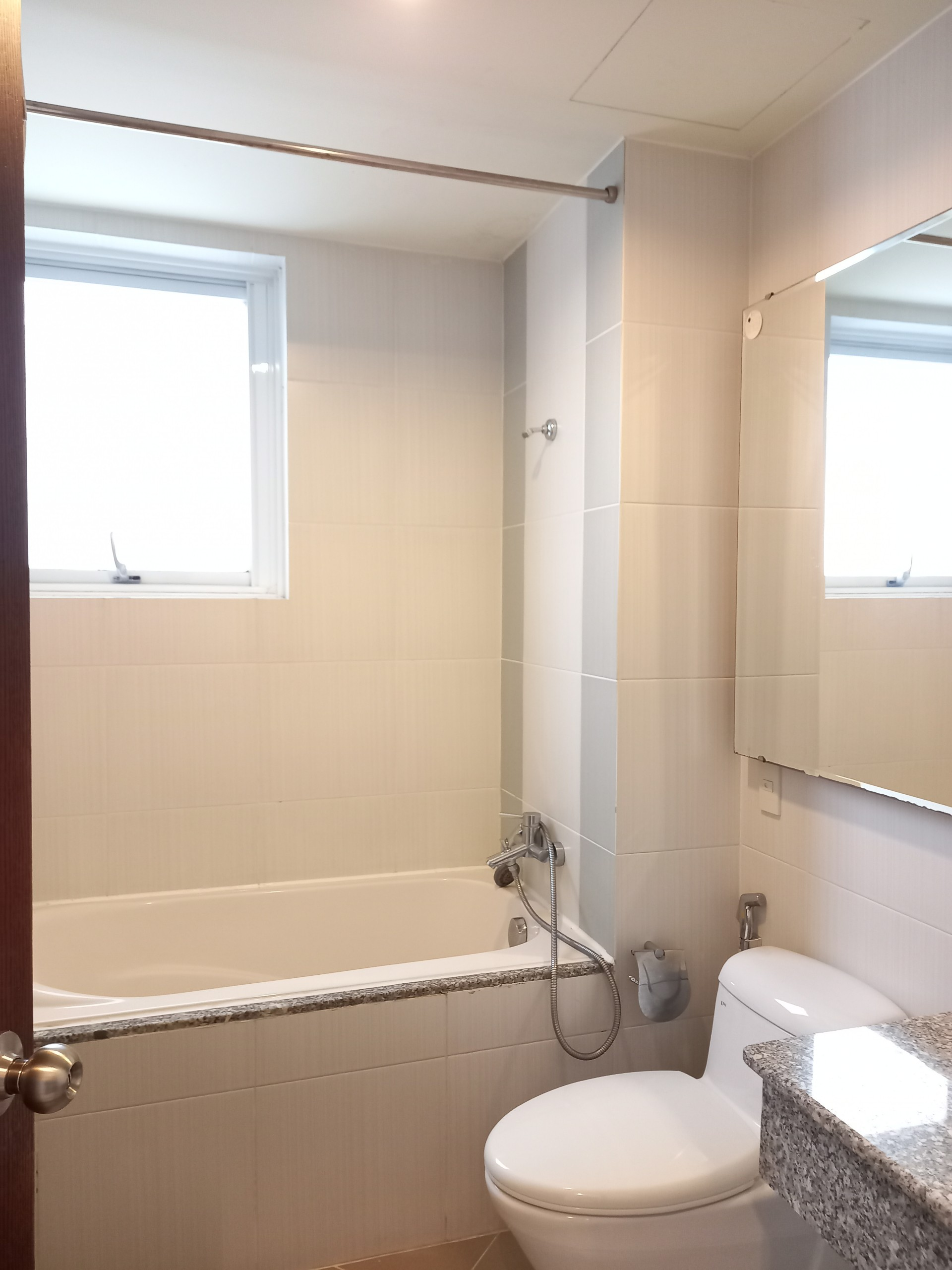 Cheap apartment for rent in riverside