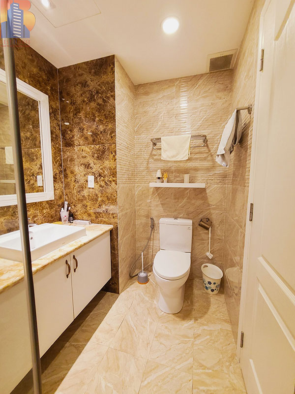 Green-Valley-apartment-for-rent-in-District-7-toilet